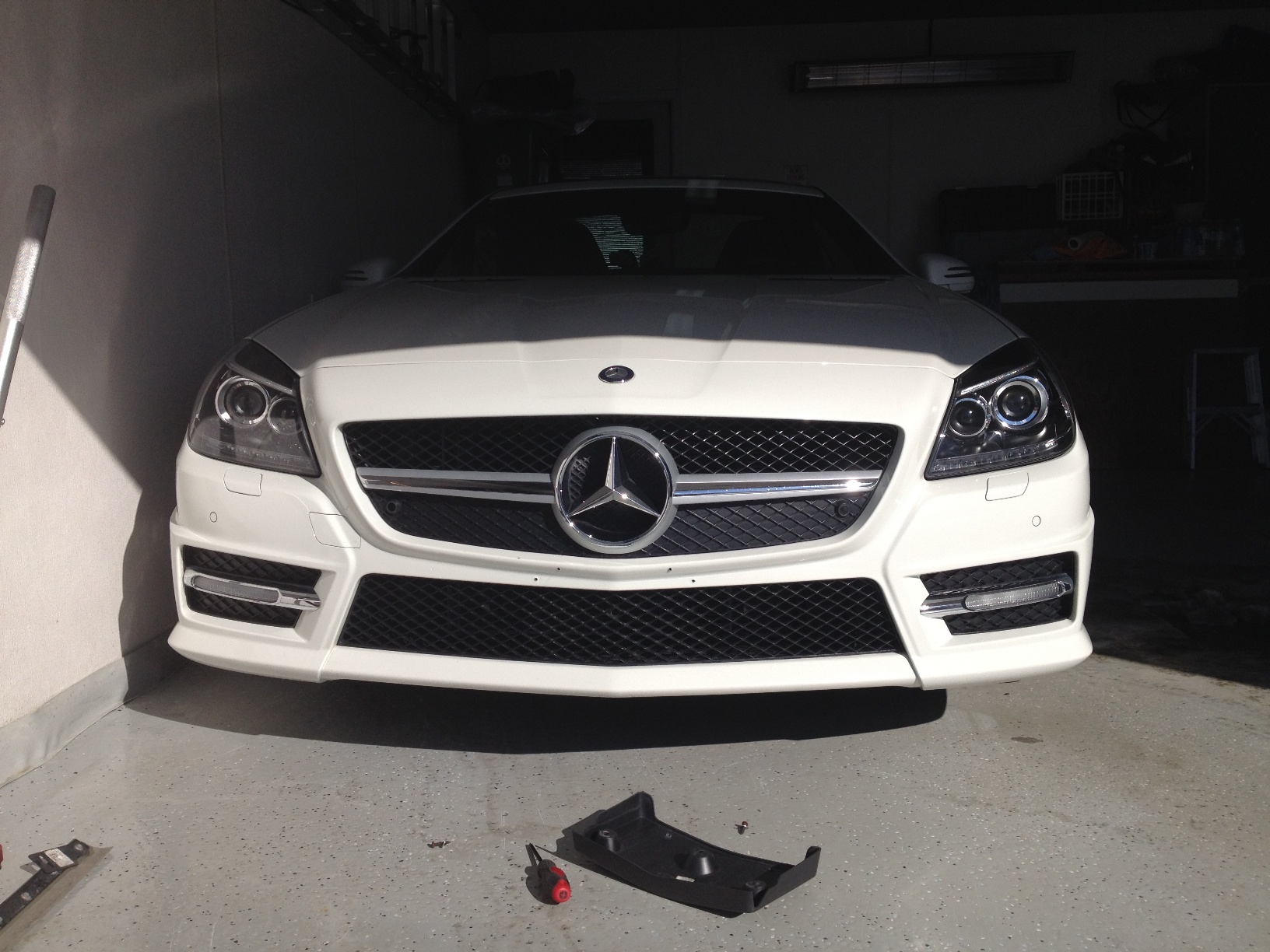 OE Replacement Mercedes C300 License Plate Bracket