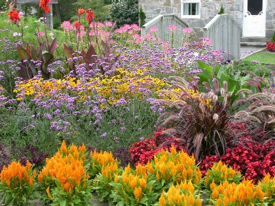 Backyard herb gardens - Surrounding The Museum Isthe Heritage Garden Many Of The Plants And